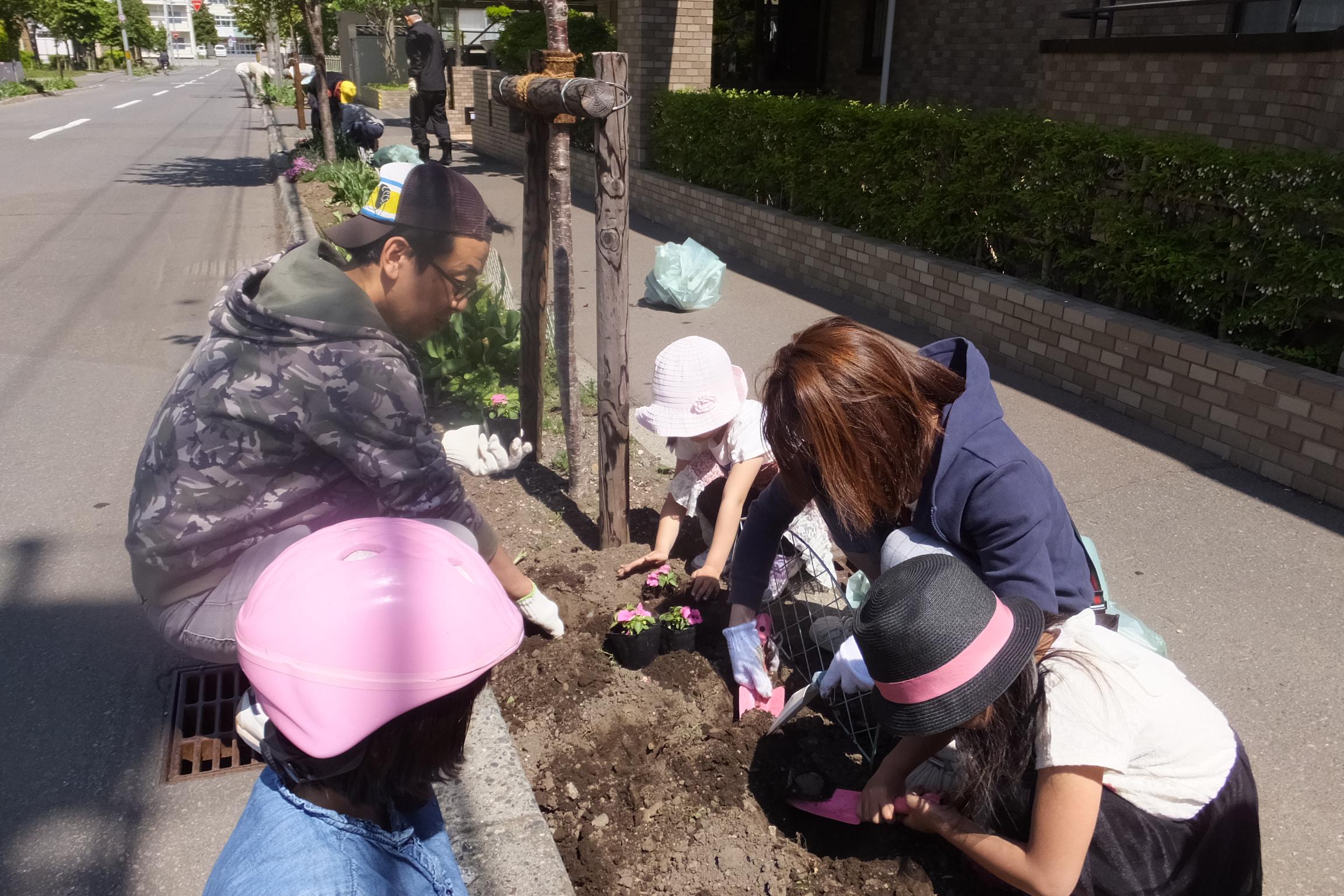 環境部花植え(2015.5.23)